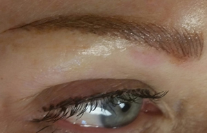 Eyelash-enhancement